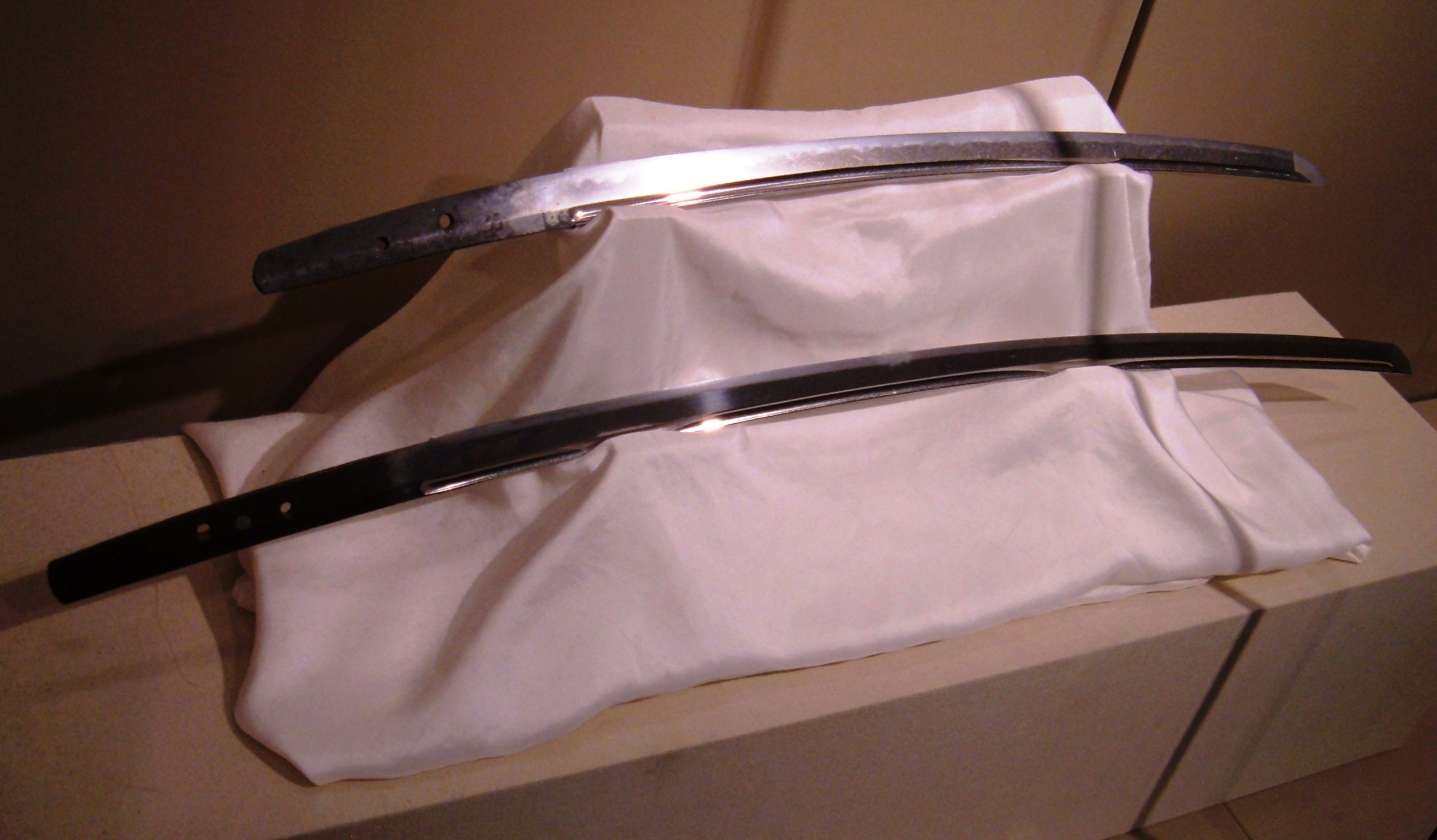 The curvature of a two japanese swords