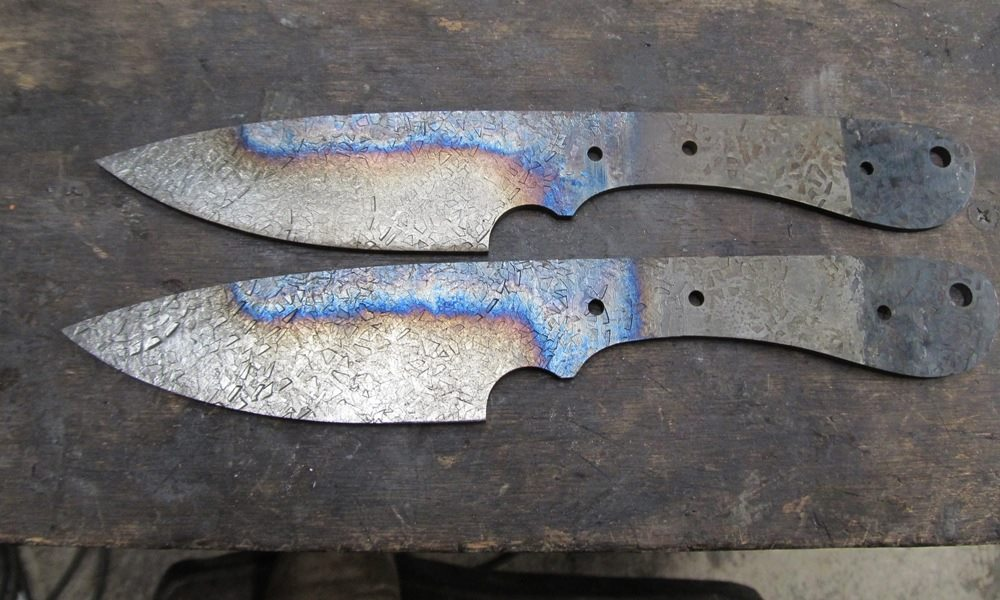 Differential tempering generates a similar treatment pattern on the blade but is not the same as differential hardening